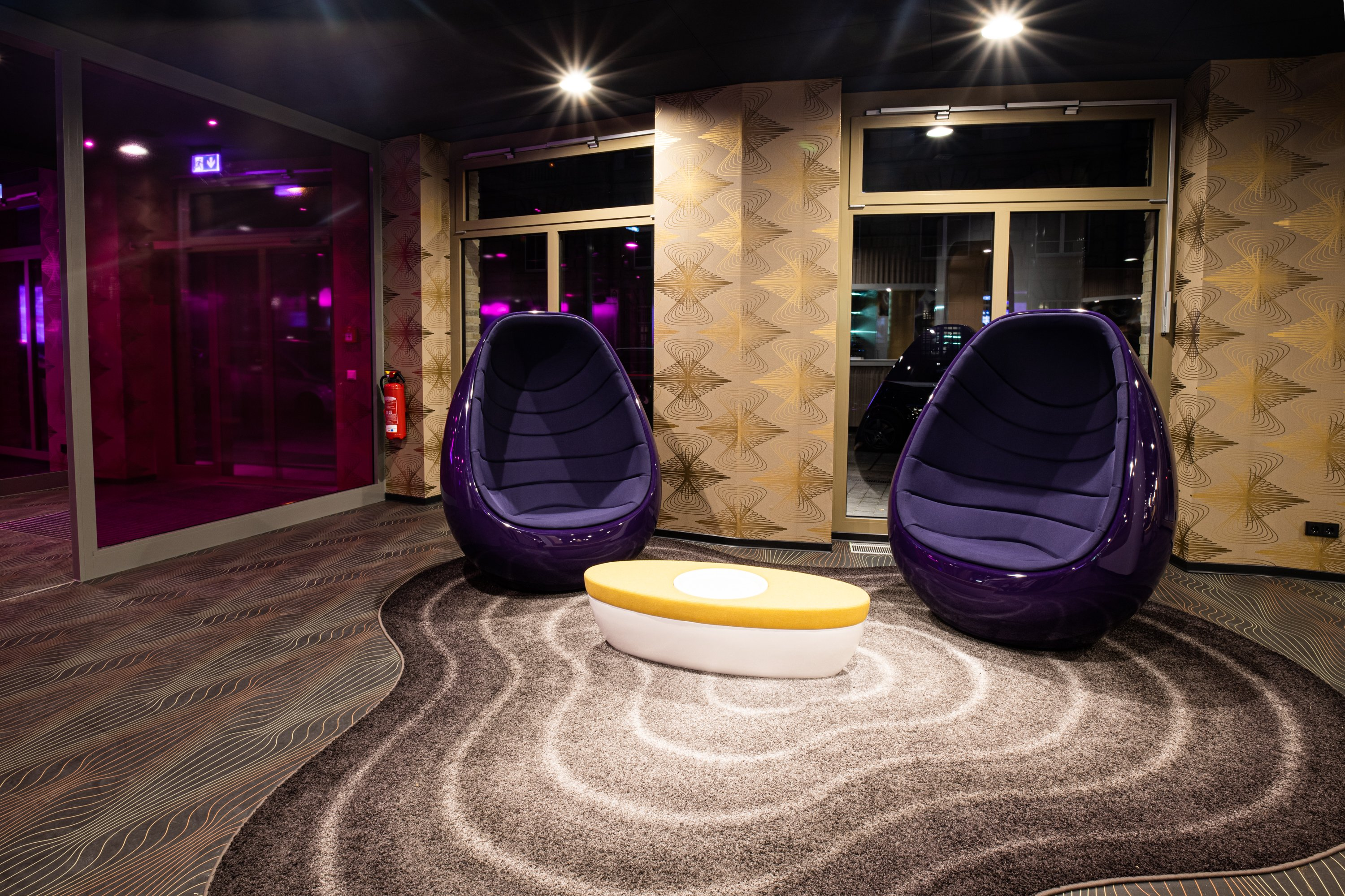 prizeotel Erfurt-City lobby lounge with egg chairs